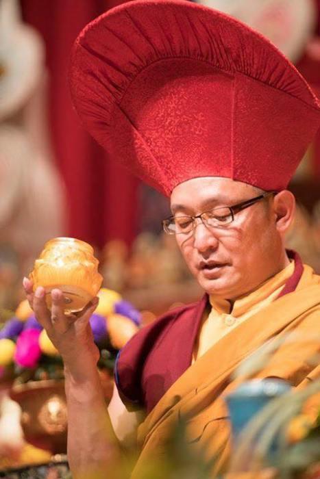 上師 誠蓮曲佩仁波切於2018年吉天頌供法會供燈
